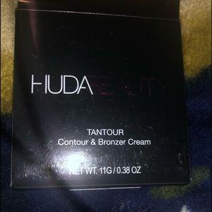 Huda beauty tantour contour bronzer cream